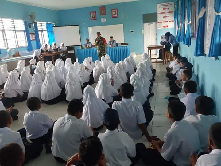 Danramil Sinjai Selatan Berikan Materi Wasbang & Bela Negara di MPLS  SMP Negeri 23 SINJAI