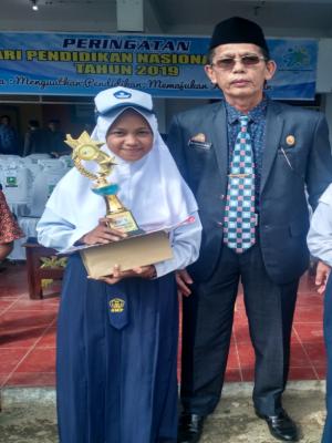 Nurhanifa Dinia Kelas VII SMP Negeri 23 Sinjai, Juarai  OSN  Bidang  IPS Tingkat  Kabupaten