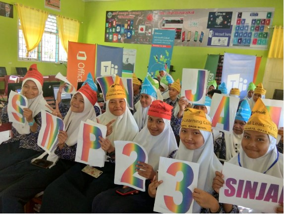 Global Learning Connection 2019 Open Hearts Open MInds di SMPN 23 Sinjai